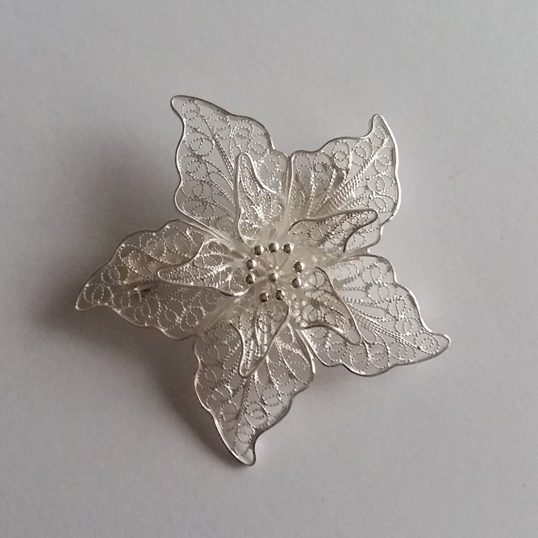 Filigree Brooch Flor de Amor Light