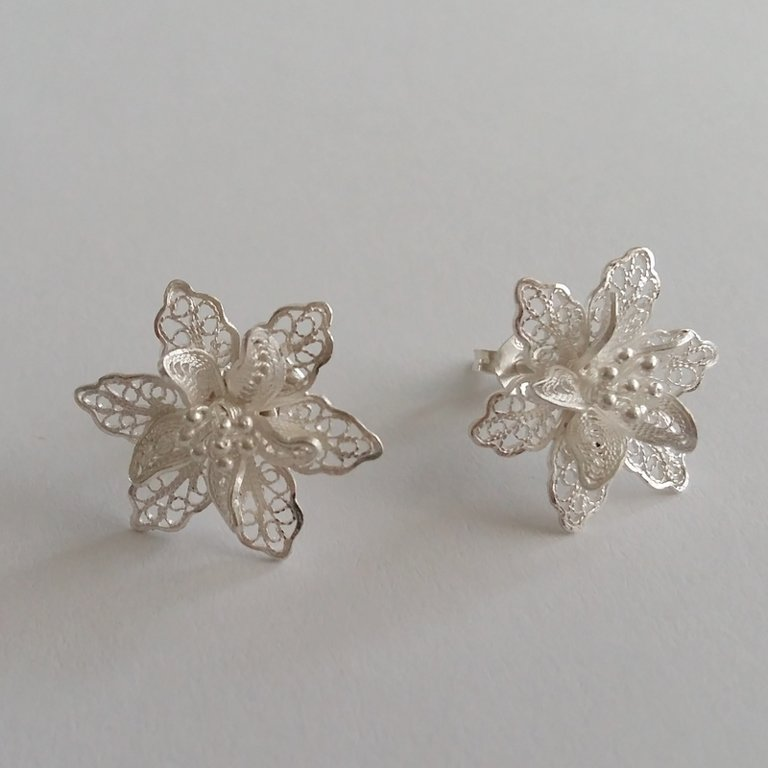 Filigree Earrings Flor de Amor Light