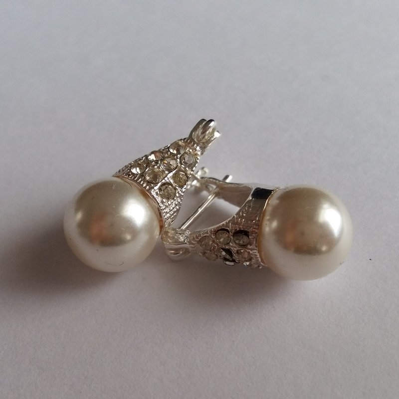 Silver Earrings with Pearl and Zircon Lady D Zircon
