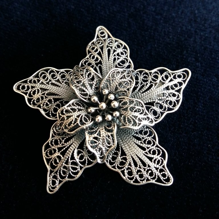 Filigree Brooch Flor de Amor