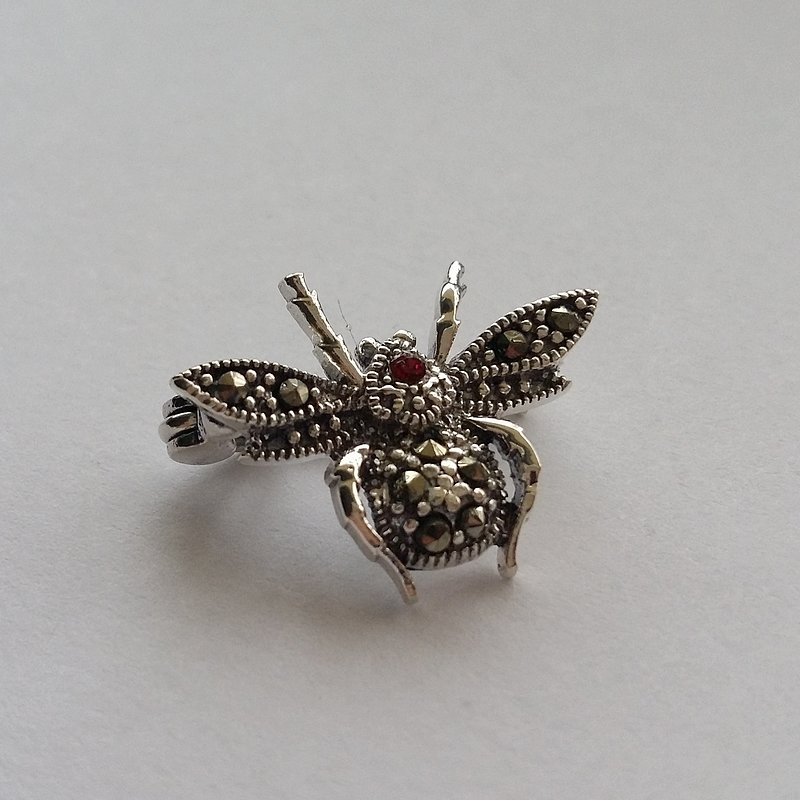 Small Silver Brooch Mosca