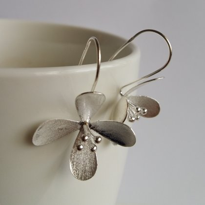 Frosted Silver Earrings Flores Blancas