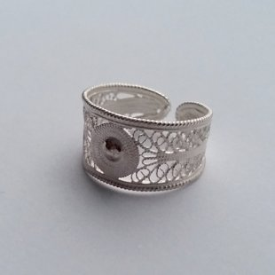 Filigree Ring Cordobesa: light or dark