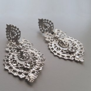 Earrings with Oriental Look
