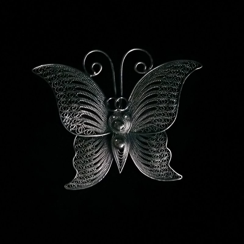 Filigrāna taureņa piespraude Mariposa Dark