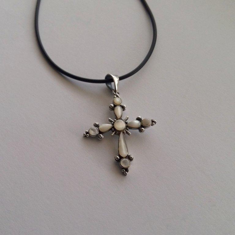 Nacre Cross Pendant Cruz Nacar