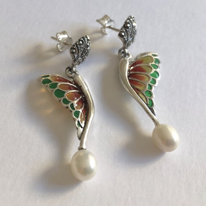 Stained Glass Butterfly Earrings Alas de Mariposa Verde Rojo