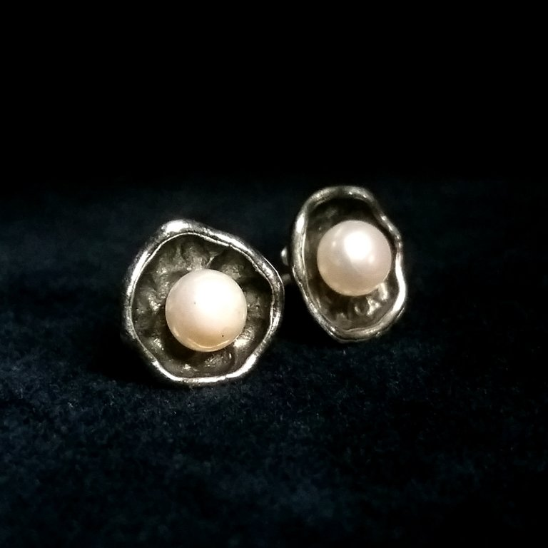 Pearl Earrings La Perla