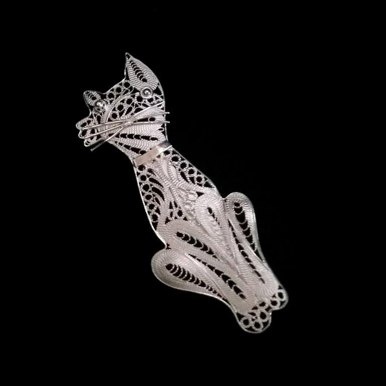 Filigree Cat Brooch Gato Blanco