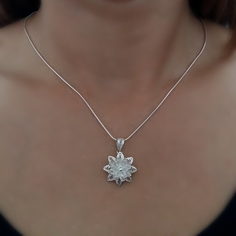 Filigree Pendant Flor de Estrella