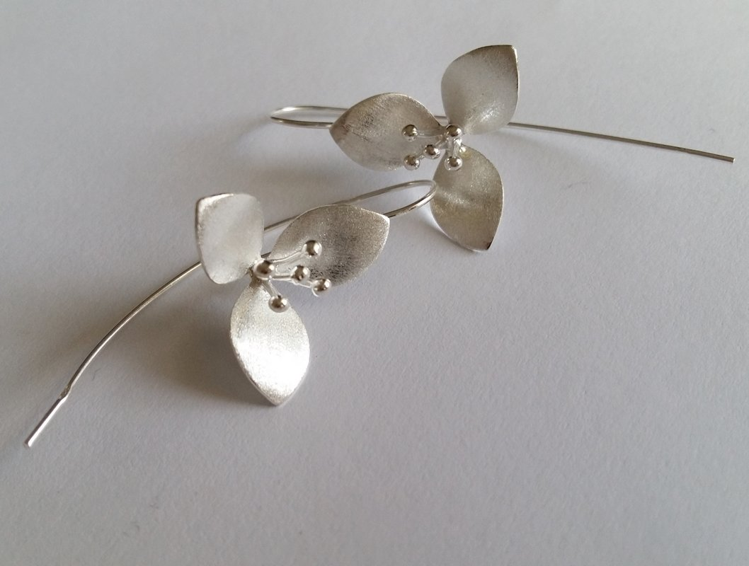 Frosted Earrings Flor Blanca