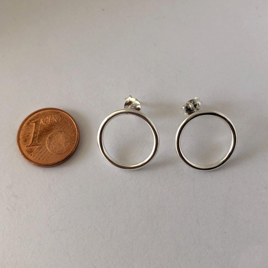 Silver Stud Earrings Karma Circle Grande