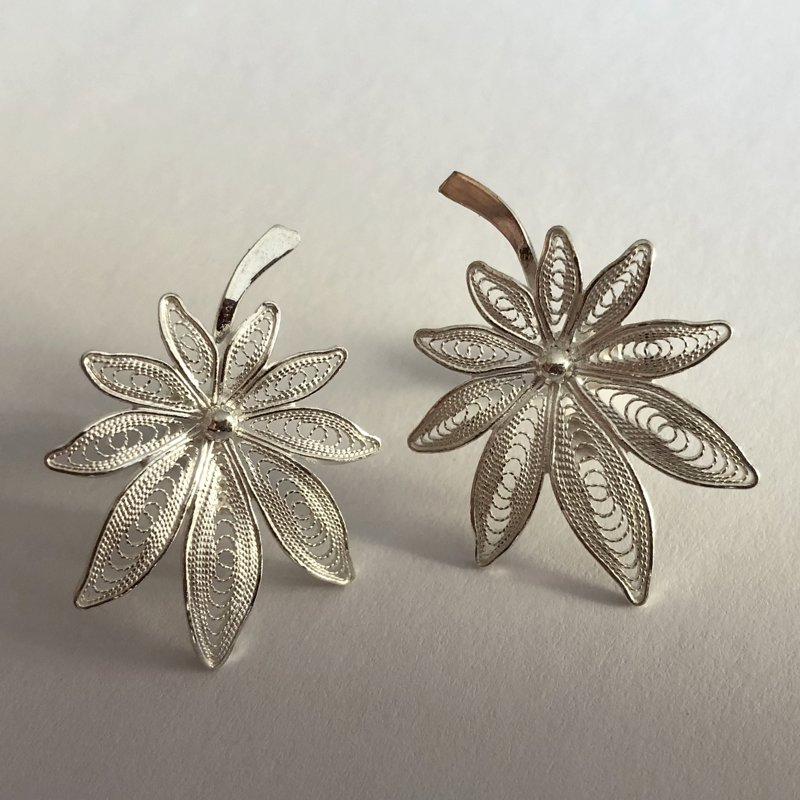 Filigree Leaf Earrings Hoja Filigrana