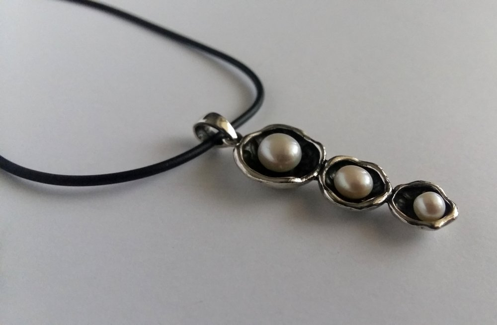 Silver Pendant with Pearls Las Perlas