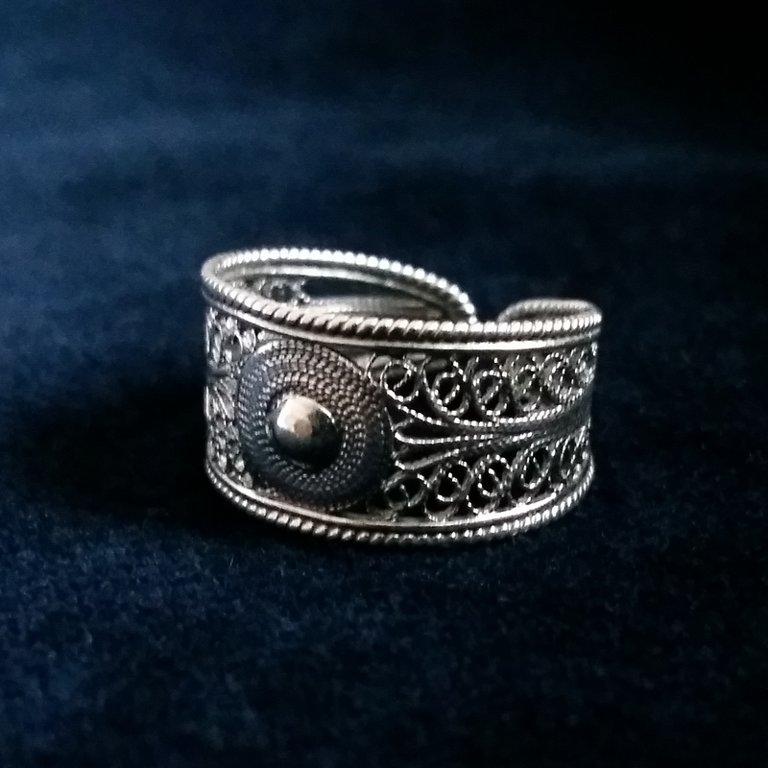 Filigree Ring Cordobesa: light or dark