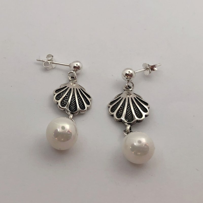 Silver Shell Earrings Concha con Perla